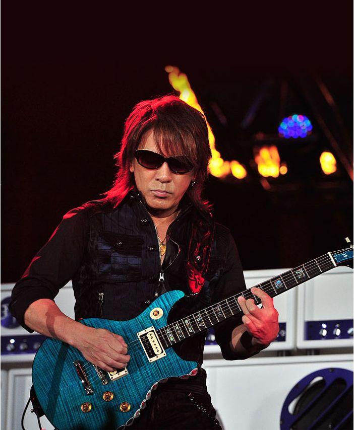 Takさんがファンにギターをプレゼント!?