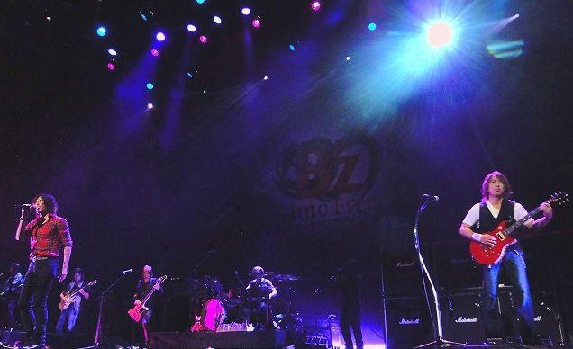 B'z LIVE-GYM 2012 -Into Free-の写真がたくさん見れるサイトを発見!!