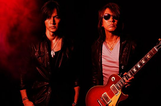 B'z「RED」のPVで松本さんがつけてるリストバンドはどこのブランド??